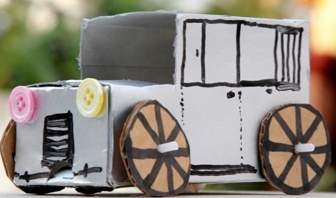 Mobil Klasik Dari Kardus
