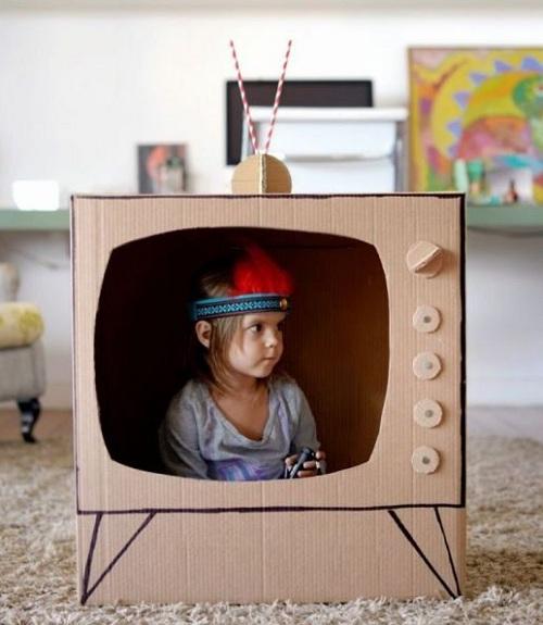 Replika TV Mainan Dari Kardus