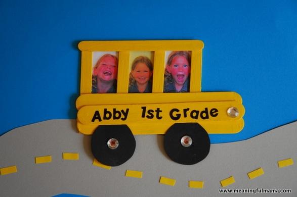 Bus Sekolah Mini Dari Stik Es Krim Sebagai Mini Frame Foto
