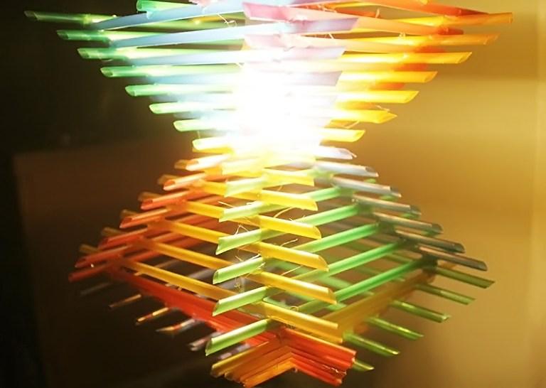 Hiasan Lampu Dari Sedotan Plastik Via Youtube.com