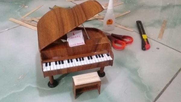 Kerajinan Tangan Dari Stik Es Krim Dengan Bentuk Piano