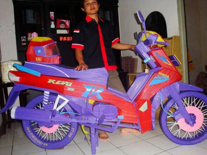 Sepeda Motor Dari Sedotan Via Fatinia.com