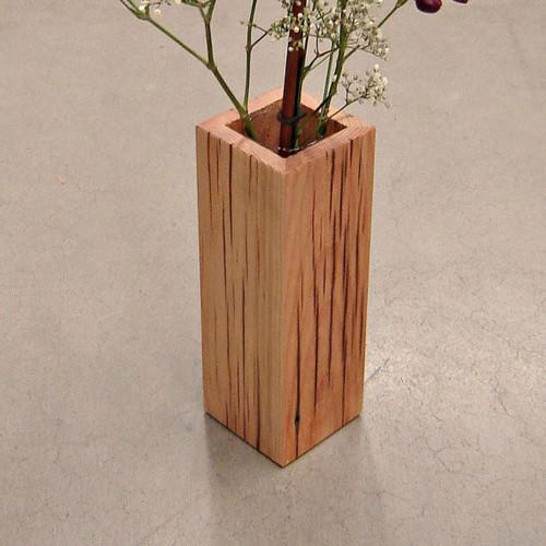 Vas Bunga Berbentuk Kotak