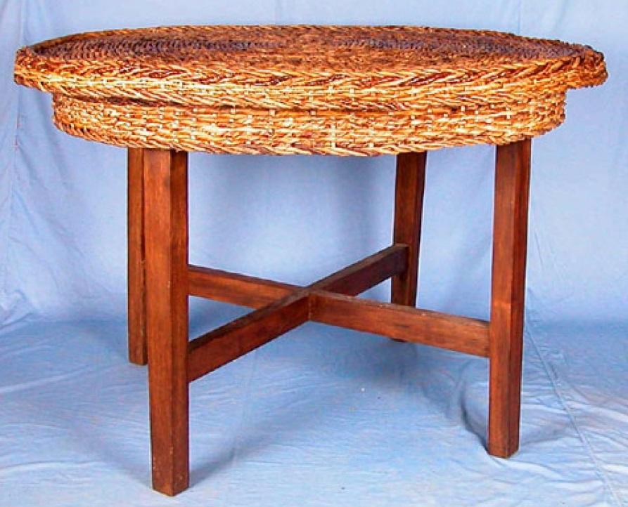 Meja Dari Anyaman Pelepah Pisang Kering