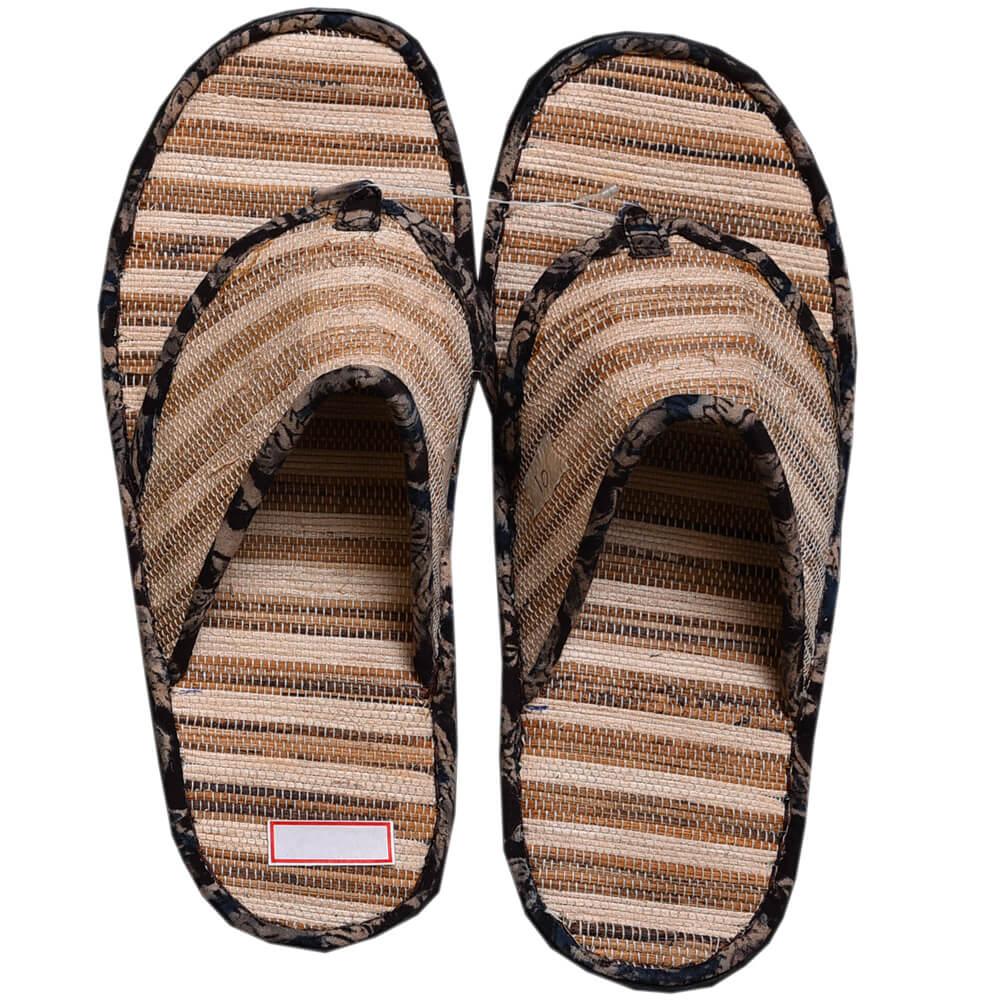 Sandal Dari Anyaman Pelepah Pisang