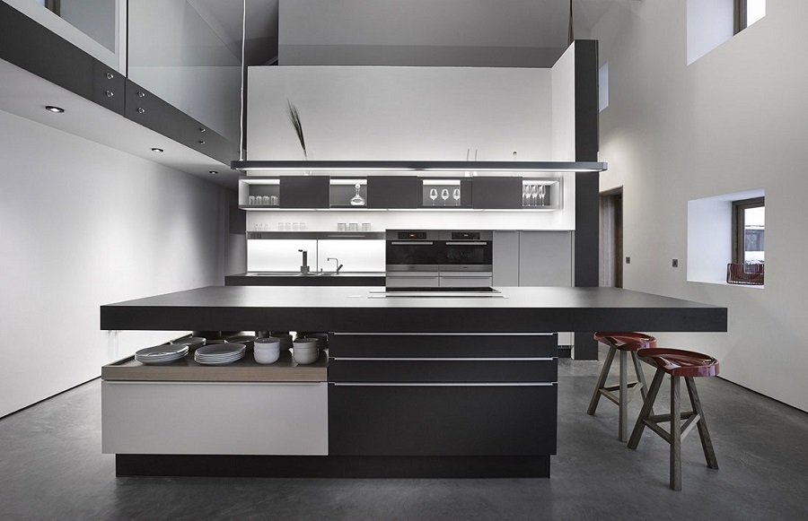 Dapur Dengan Kitchen Set Hitam Putih