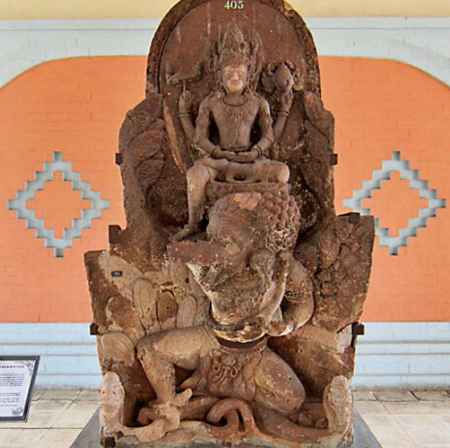 Raja Airlangga Mengendarai Garuda Sebagai Avatar Dewa Wisnu